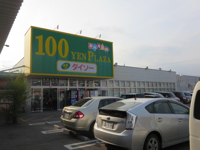 100円ショップも(コープ隣)